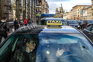 """Из-за Uber и """"Яндекс.Такси"""" в Петербурге образовался рынок подключашек из более 100 фирм"""