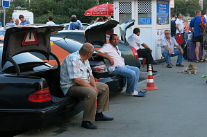 Крутые виражи. ФНС: В Крыму до 90 процентов такси работают нелегально