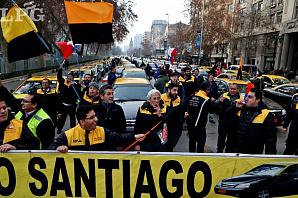 Хаос в Чили. Массовые акции протеста водителей такси против Uber и Cabify
