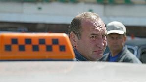 К спору с диспетчерскими службами таксисты пытаются подключить Госдуму