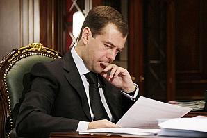 Таксисты пожаловались Медведеву на низкие цены у Uber, Gett и «Яндекса»