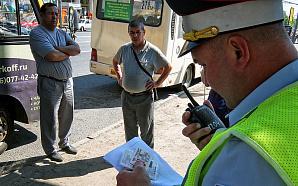 «Вместо гастарбайтеров трактористы»: кто сядет за руль маршруток и такси?