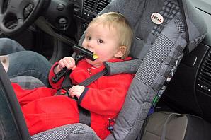 Новые правила перевозки детей: на что сажать и как пристегивать ребенка в машине?