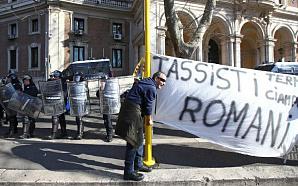 Шестой день подряд таксисты бастуют в Риме и других крупных городах Италии