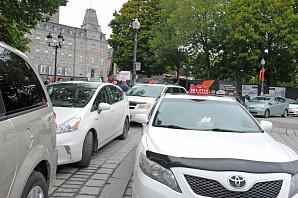В Квебеке таксисты требуют встречи с Премьером