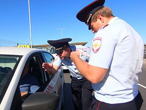 """Полиция вышла в рейд против нелегальных таксистов у """"Пулково"""""""