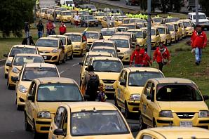 Тысячи таксистов протестуют против Uber и Cabify в Боготе