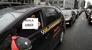 Сотни брюссельских таксистов устроили манифестацию