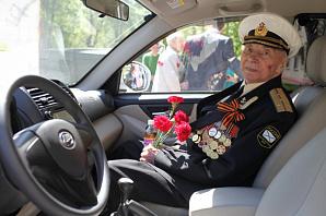 К Дню Победы службы такси украшают свои автомобили