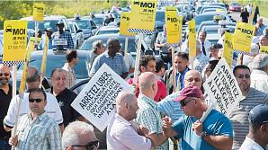 Таксисты Квебека требуют признать Uber вне закона