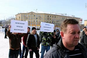 Новосибирские таксисты вышли на митинг против низких тарифов на перевозку